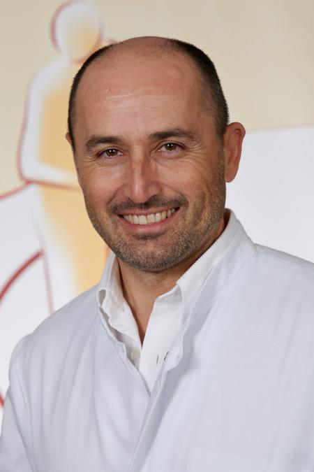 Alban Hasanhoxha, Oberarzt Innere Medizin